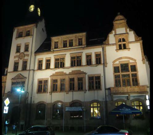 Rathaus in Thalheim bei Nacht