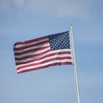 Die amerikanische Fahne auf der US Botschaft in Berlin