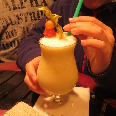 Ein alkoholfreier Virgin Colada in der CuBar in Warnemünde