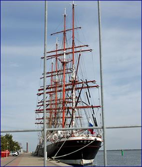 Das Segelschiff Sedov im Hafen von Warnemünde. Quelle: http://warnemuende-blogger.de