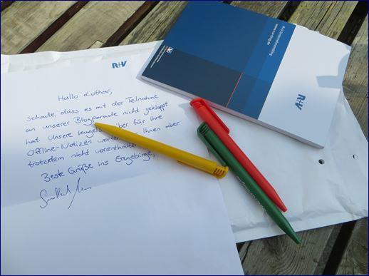 Kugelschreiber Notitzblock und persönliches Anschreiben der R und V