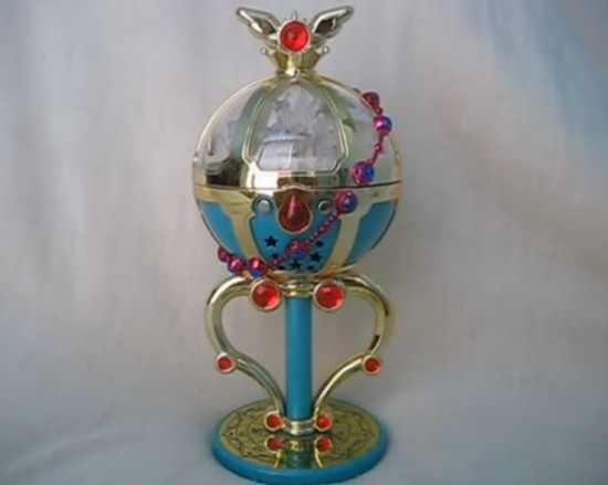 Sailor Moon Pegasus Kugel. Mit diesem auch als Sailor Moon Glocke oder Stallion Rêve bezeichneten Gegenstand kann Chibiusa mit Pegasus kommunizieren