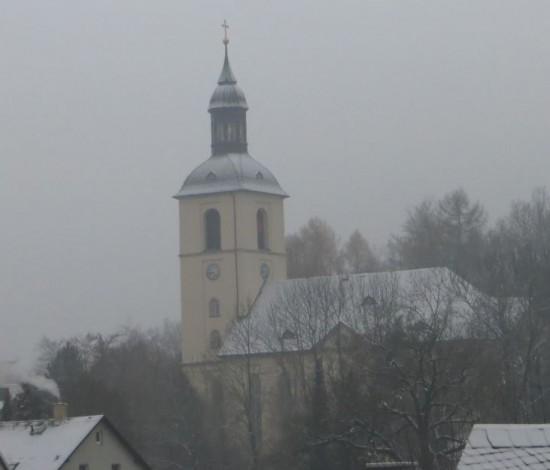 Kirche in Thalheim am 03.12.2014 der erste leichte Schnee auf dem Dach