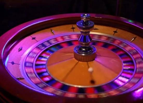 Ein Roulettekessel im Casino