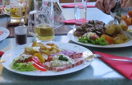 Bratkartoffeln mit Sülze in der Gaststätte Brett´l Hütte in Chemnitz