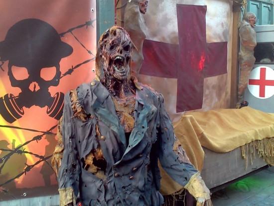 Eine gut gemachte Halloween Puppe in den Universal Studios Los Angeles