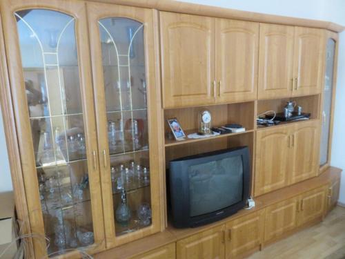 Schrankwand Wohnzimmerschrank für Senioren in Thalheim/Erzgebirge