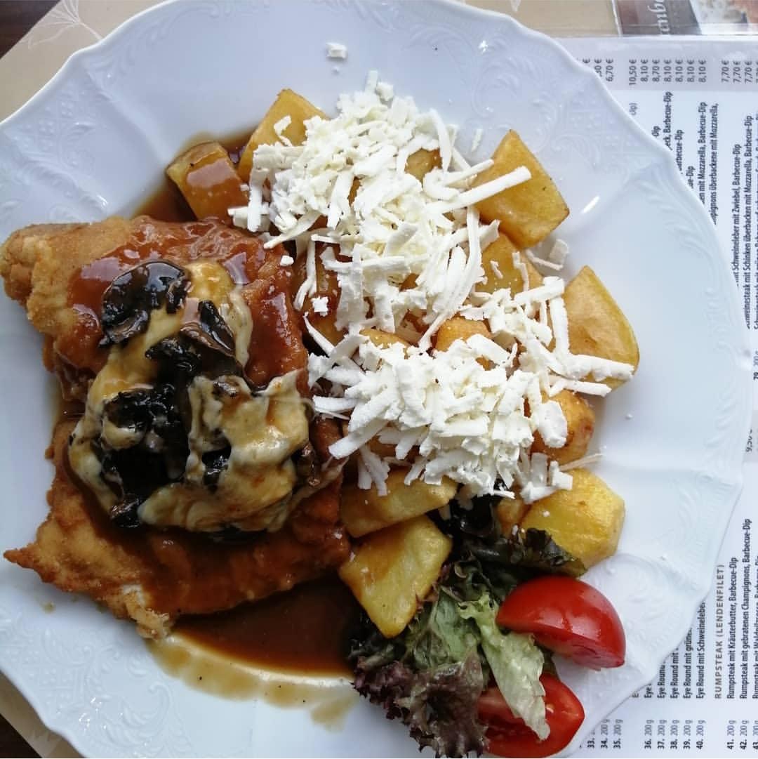 Schnitzel mit Mozzarella und Pilze